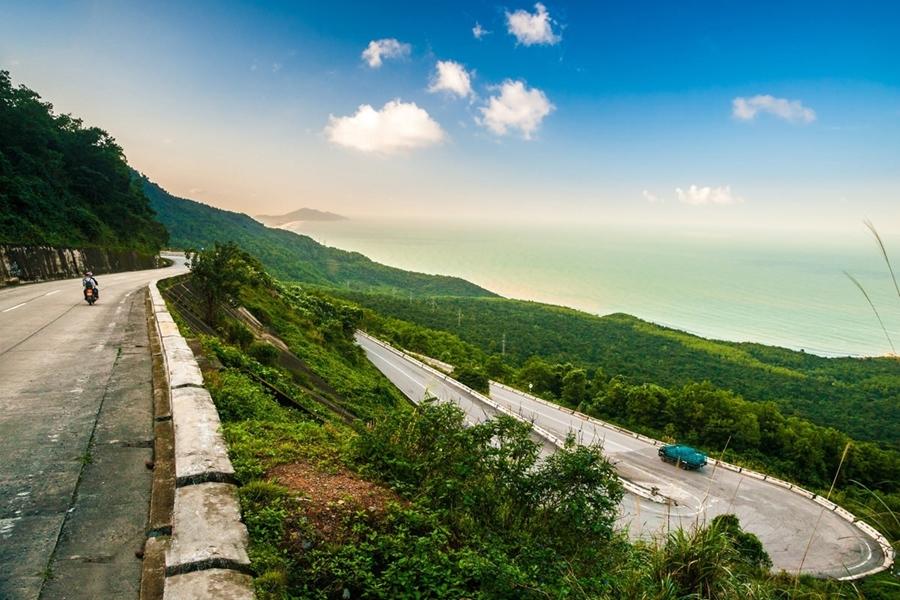 Visit World heritages in Vietnam - Hai van Pass