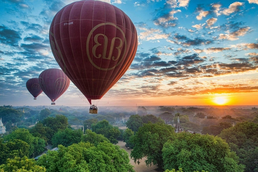 Riding Balloon in Bagan