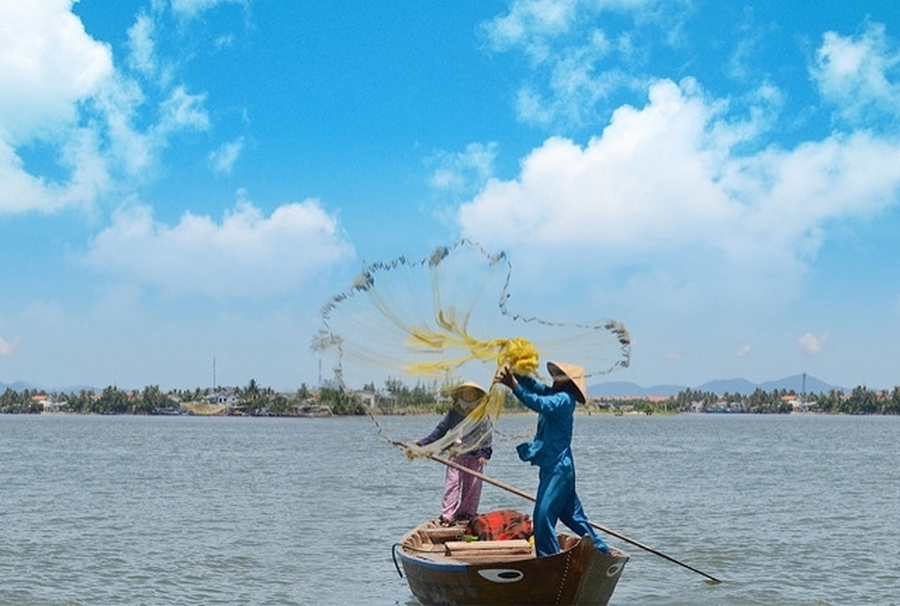 Learning how to fishing in Hoi An