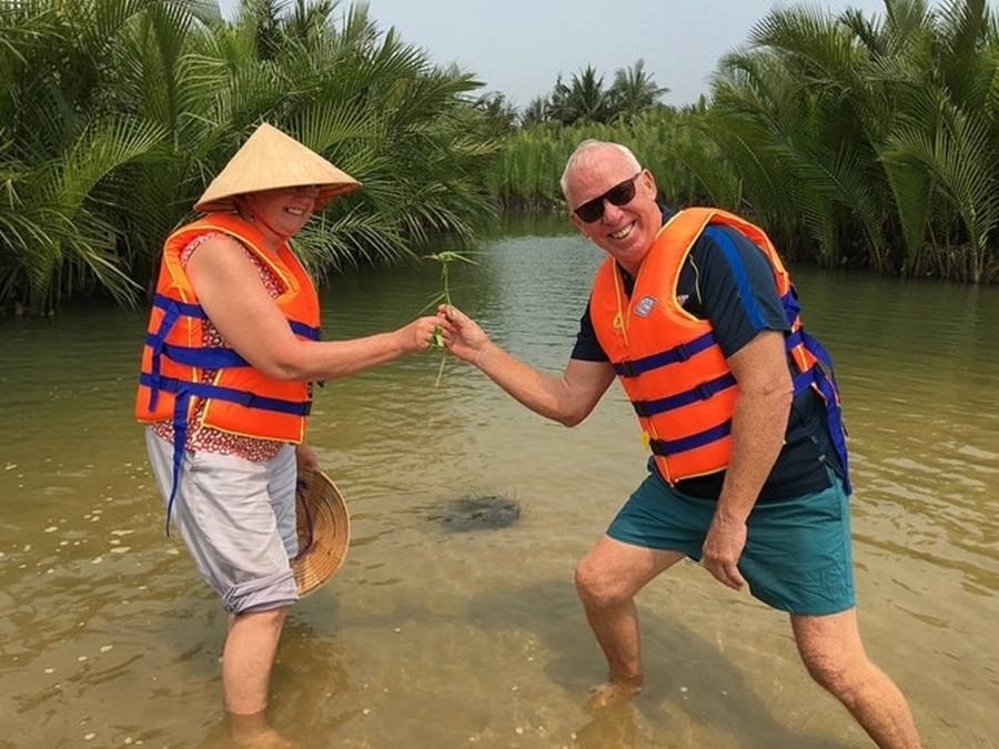 Sharing fantastic moment in Hoi An
