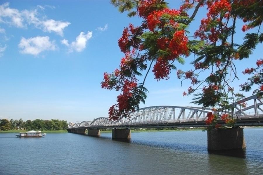Trang Tien Bridge - Hue City