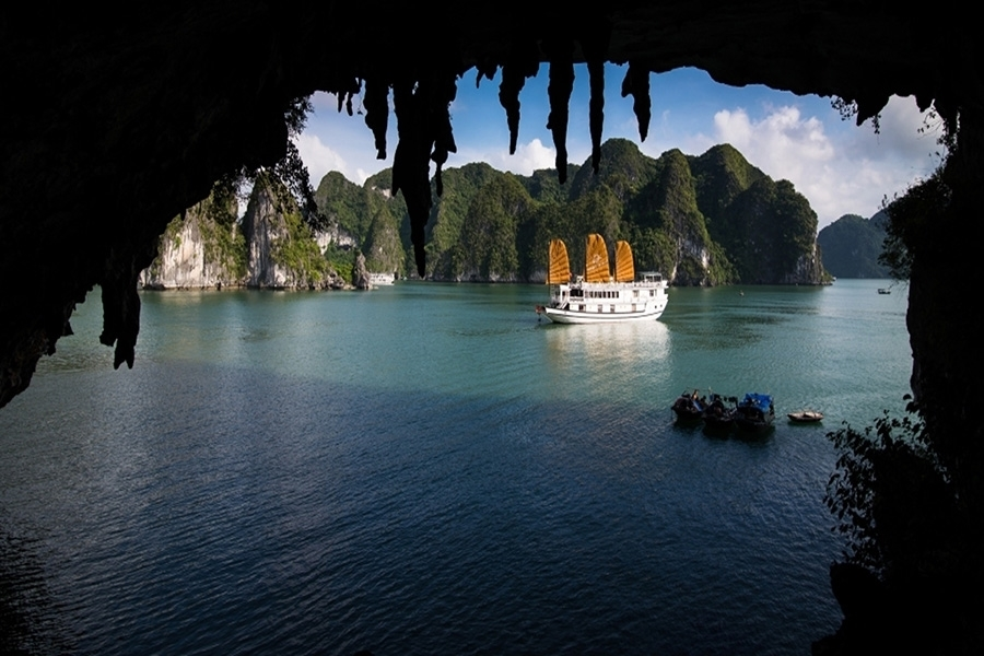 Vspirit Cruises - Halong bay, Vietnam Cambodia tour